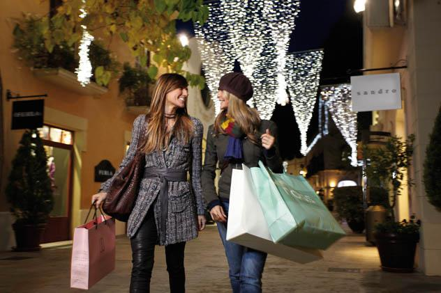 la-roca-village-shopping-taxi